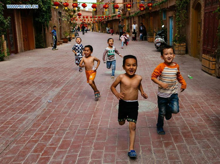 Children run through the streets of old town
