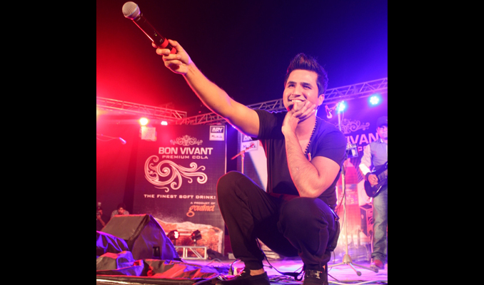 - Suno Ke Main Hoon Jawan: Noori Mesmerize The Young Crowd