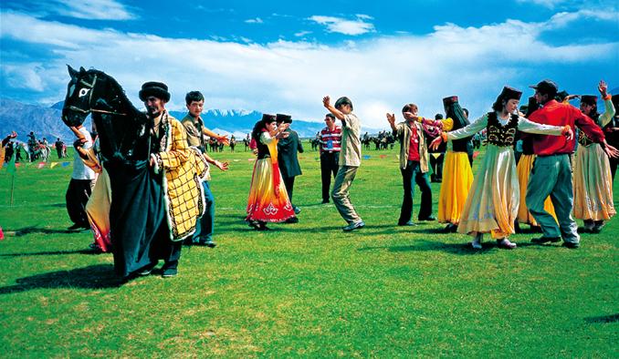 Grand get together on the Pamirs - TAJIK EAGLE DANCE