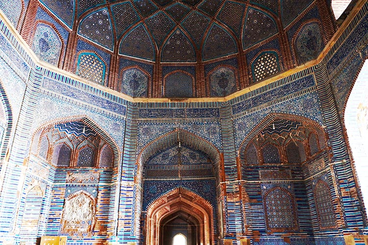 Shah Jahan Mosque, Thatta: The intricate tile work covers the walls and the ceiling