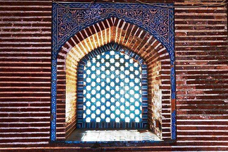 Shah Jahan Mosque, Thatta: One of the many jalis (a stone latticework screen with ornamental designs) of the mosque