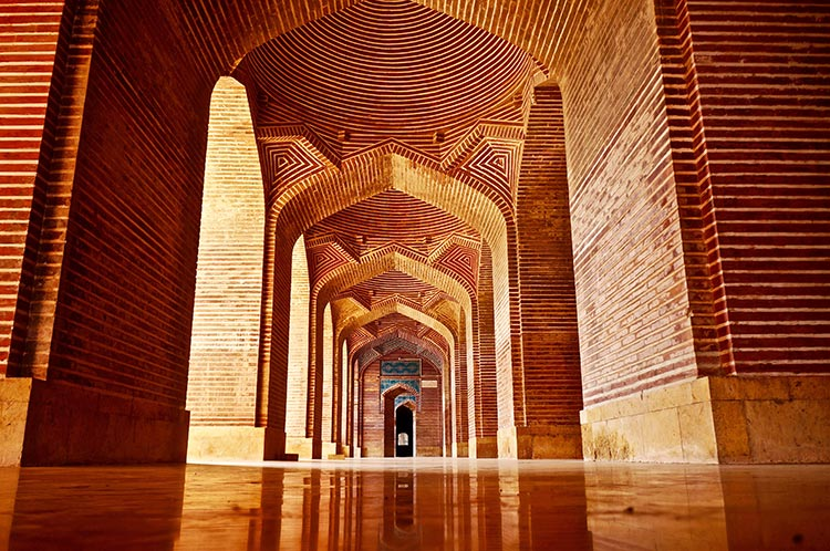 Shah Jahan Mosque, Thatta: A view of the side balconies