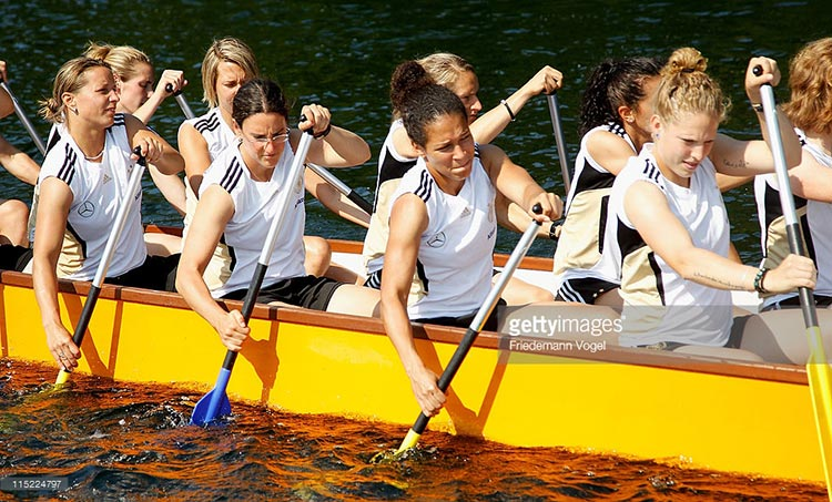 German women's national football team competes in dragon boat race (source: Getty Images) - The Chinese Dragon Boat Festival in Foreign Countries