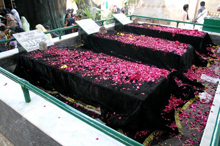 The graves at Bibi Pak Daman - The Shrine of Bibi Pak Daman