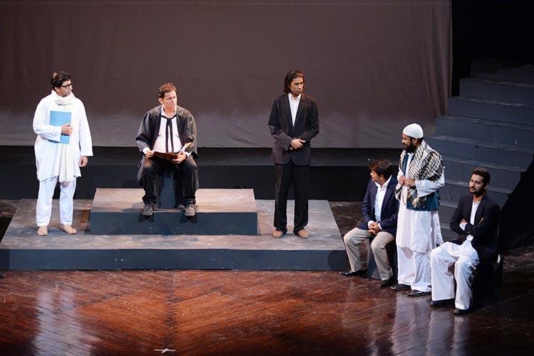 戏剧评论--'Kaun Hai Yeh Gustakh'--阿桌卡剧院关于曼托的戏剧