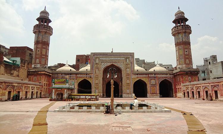 体验瓦济尔汗清真寺