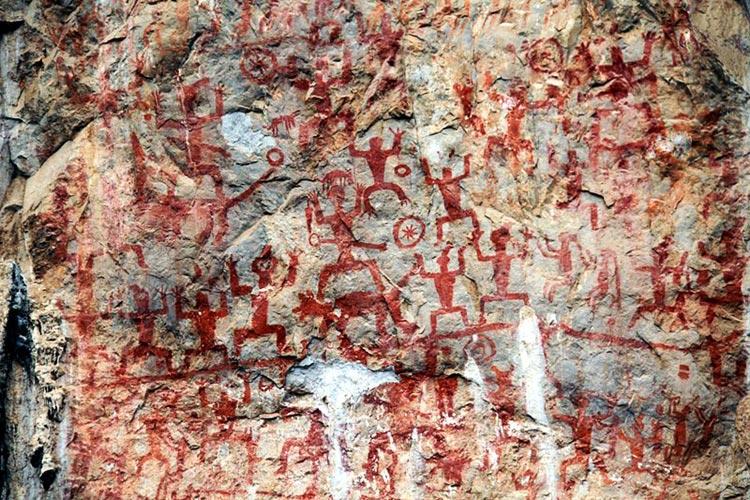 Closeup of the rock paintings (Souce: Wikimedia) - Zuojiang Huashan Rock Paintings, Guangxi