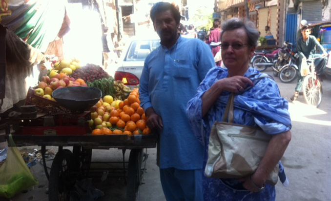 KIKI ZOETER FROM BELGIUM LEARNS AN IMPORTANT LESSON IN LAHORE!