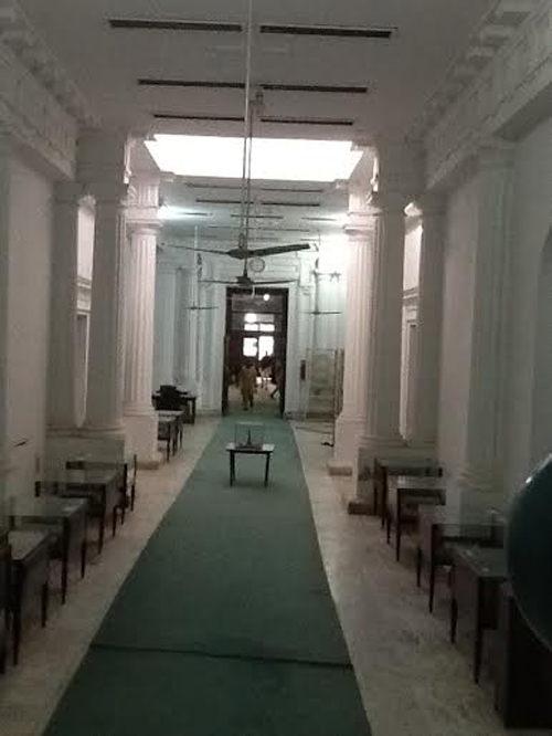 This hallway had clusters of seating and huge portraits hung on the wall of the British rulers of Punjab