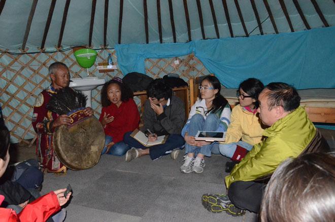 《穿越丝绸之路:从亚洲边境学到的经验》