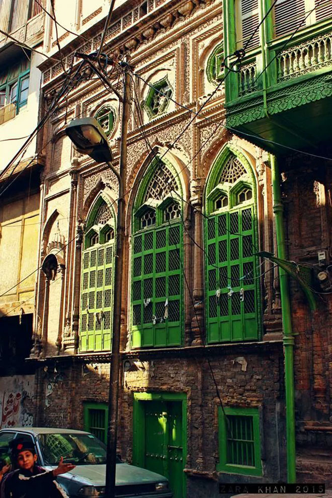 The distinctly green exterior windows make the havelis easily recognizable (photo by Zara Khan)
