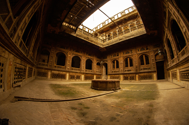 Panaromic view of the courtyard (by Farooq Jamil)