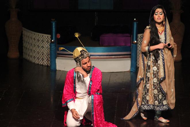 在伊斯兰堡的巴基斯坦国家艺术委员会举办的青年戏剧节